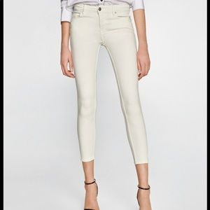 Pink skinny ankle jeans with stressed bottoms